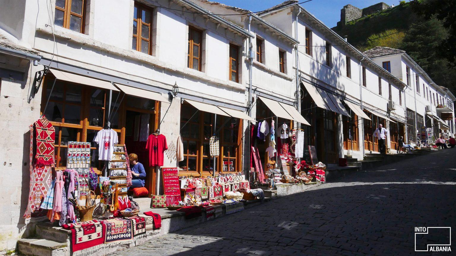Pazari i Gjirokastrës, foto nga IntoAlbania