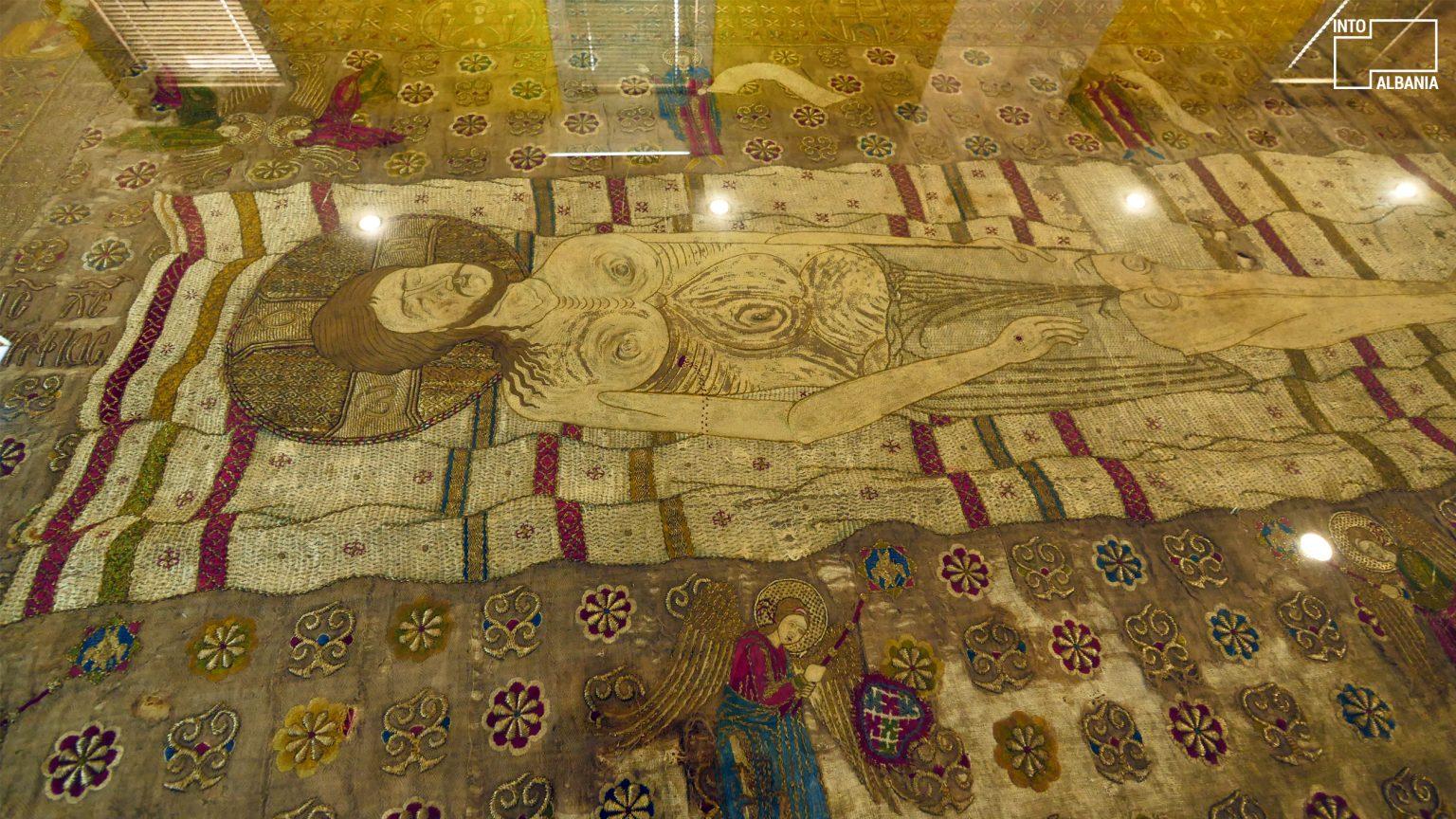 Epitafi i Gllavenicës, Muzeu Historik Kombëtar, Tiranë, foto nga  IntoAlbania