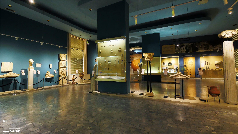 Muzeu Historik Kombëtar,Tiranë, foto nga  IntoAlbania