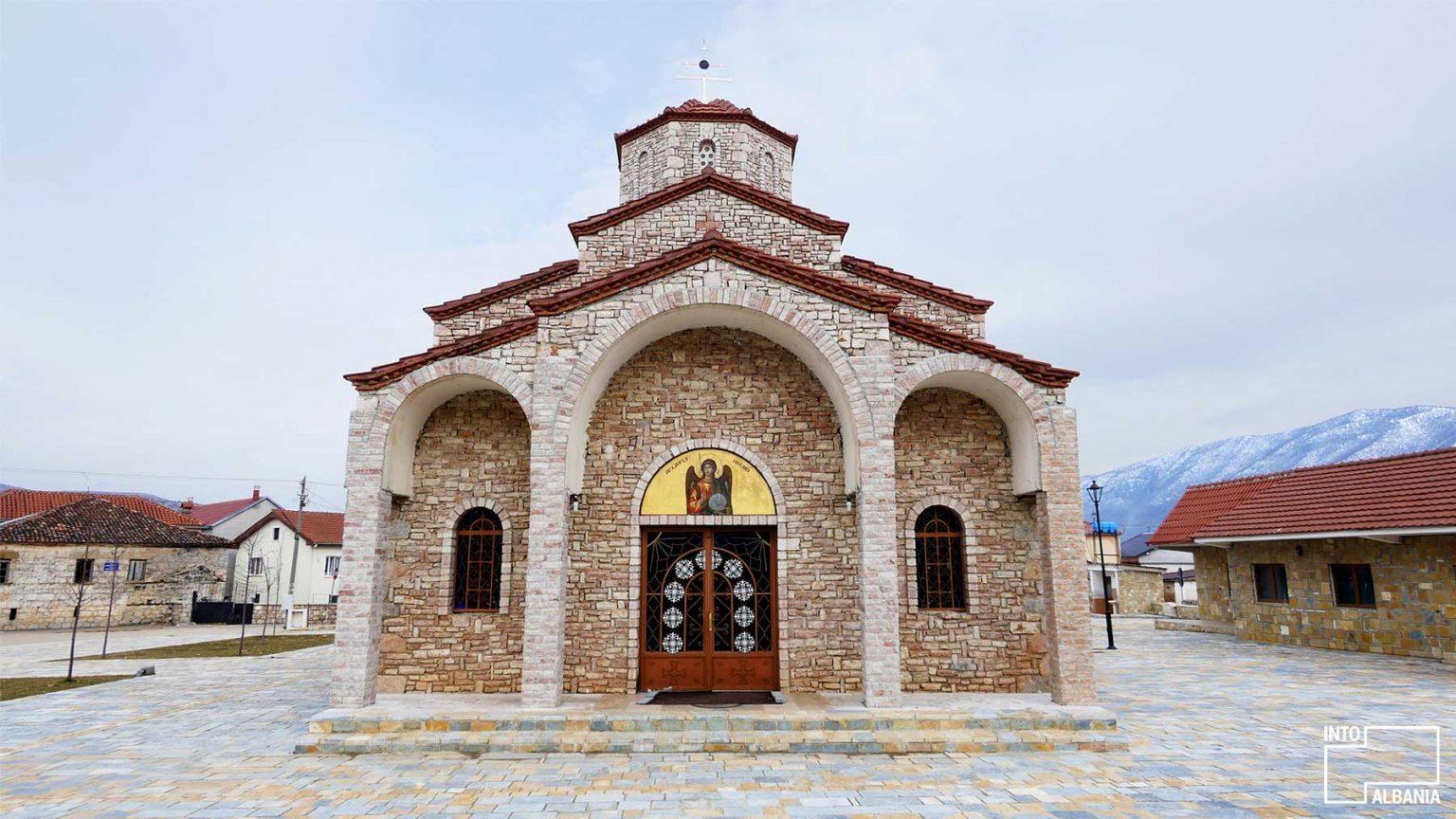 Kisha e Shën Mihalit në Pustec, Korçë, foto nga IntoAlbania