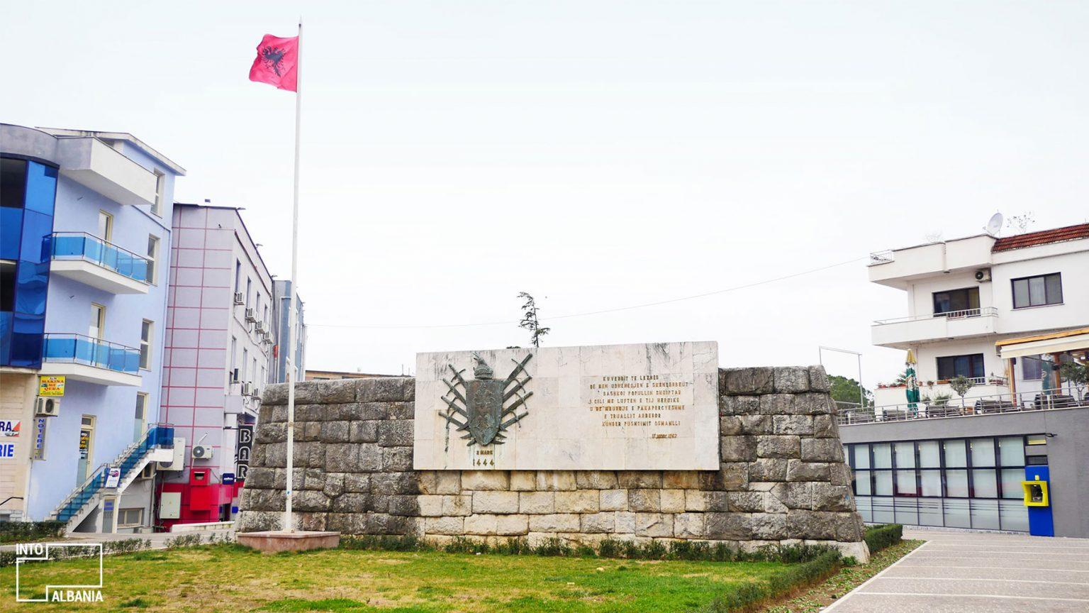 Obelisku i Besëlidhjes në Lezhë, foto nga IntoAlbania