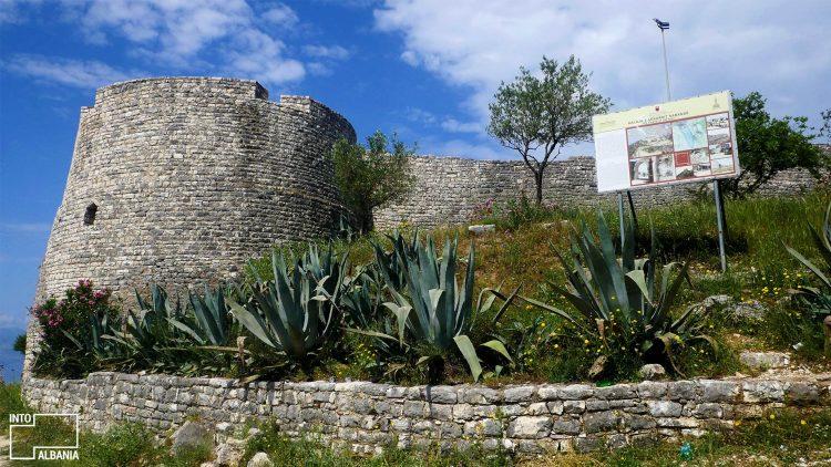 Lëkurësi Castle