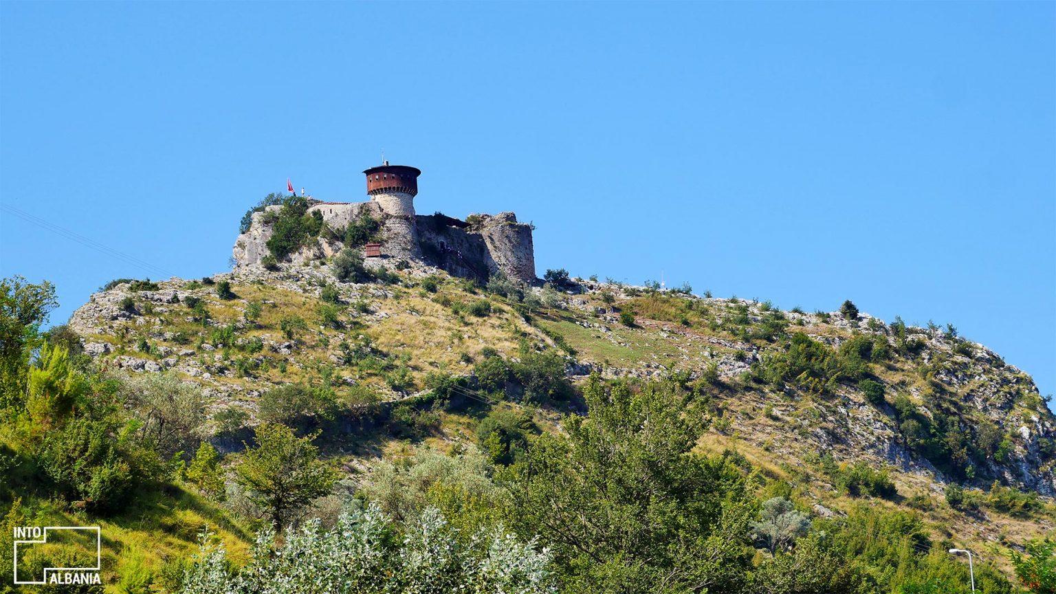 Kalaja e Petrelës, Tiranë, foto nga IntoAlbania