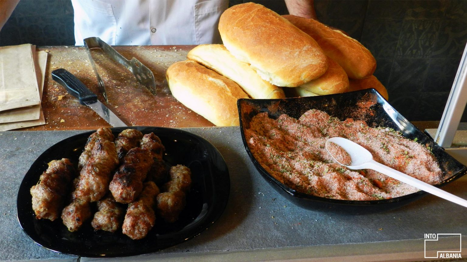 Bread with meatballs at Met Kodra's shop. Photo by IntoAlbania.