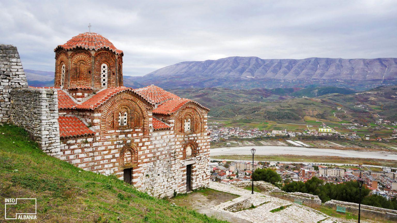 Kisha e Shën Triadhës, Kalaja e Beratit. Foto nga IntoAlbania